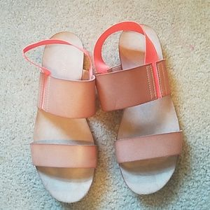 Shoes - Super comfortable strappy sandal
